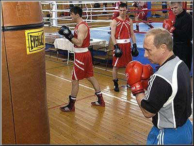 на тренировке по боксу